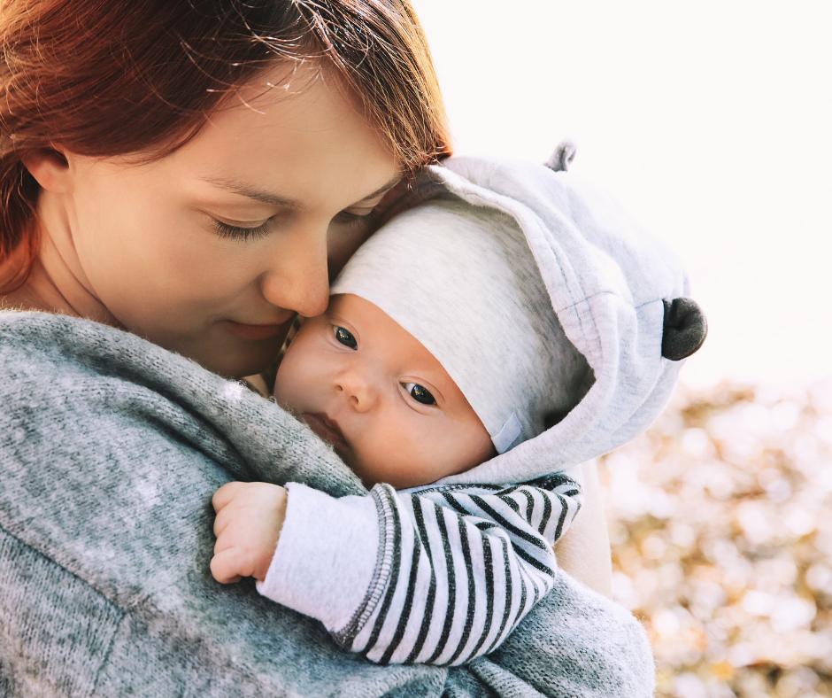 bebe y madre en invierno